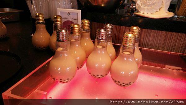 燈泡珍珠奶茶
