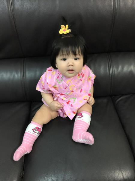 小妮參加寶寶爬行比賽